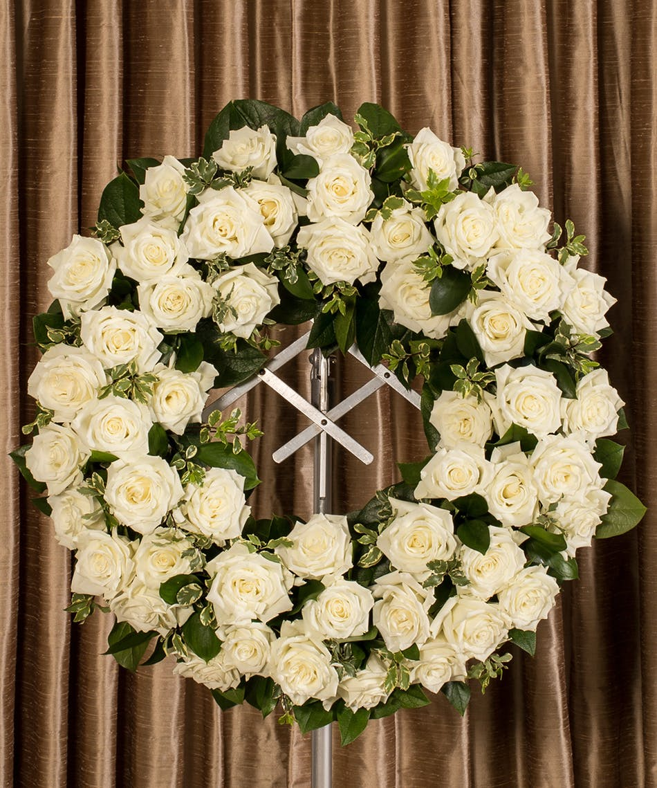 WHITE ROSE WREATH - Flower Products,Boyds Flower Connection.Flower ...